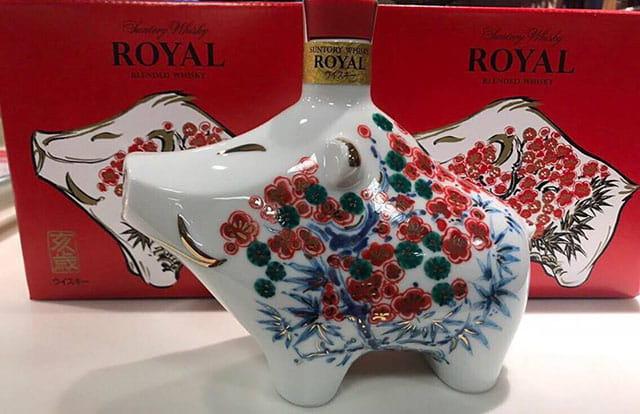 Rượu con heo Whisky Suntory Royal của Nhật