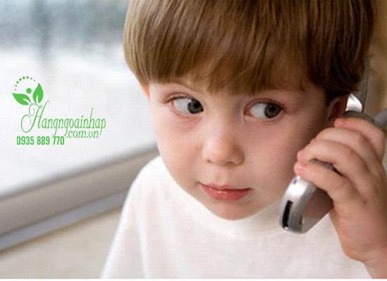 Cho trẻ dùng điện thoại sớm. Có nên hay không?