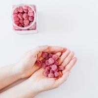 Kẹo dẻo vitamin cho phụ nữ Natrol Gummies Women's Multi chăm sóc cơ thể bạn với 26 loại trái cây và rau củ. Bên cạnh đó, tất cả các nguyên liệu đều từ hữu cơ không biến đổi gen, không chứa nguồn gốc động vật.
