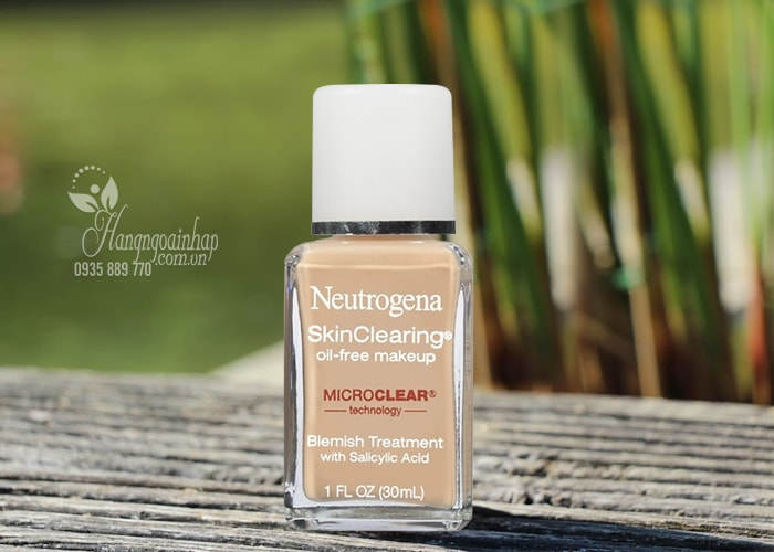 Kem nền cho da mụn Neutrogena SkinClearing Oil-free Makeup