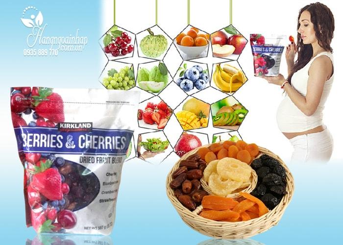 Trái cây sấy khô KirkLand Berries & Cherries Dried Fruit Blend của Mỹ