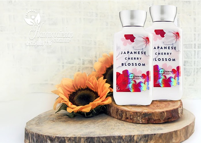 Sữa dưỡng thể Bath & Body Works Japanese Cherry Blossom 236ml của Mỹ