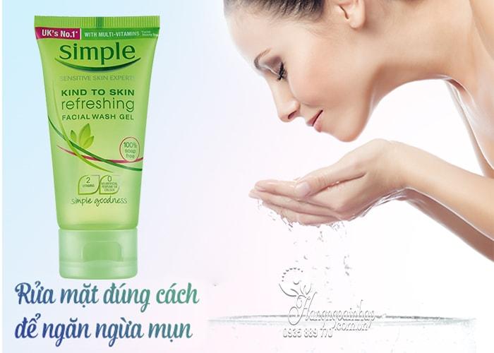Sữa rửa mặt Simple Kind To Skin Moisturising Facial Wash của Anh