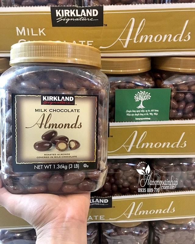 Socola Sữa Bọc Hạnh Nhân Kirland Almonds 1.36kg Của Mỹ
