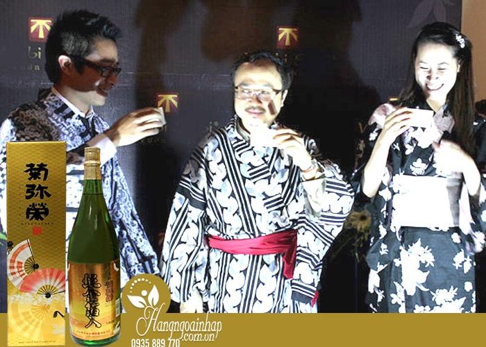 Rượu Sake vẩy vàng Kikuyasaka 1,8 lít của Nhật Bản