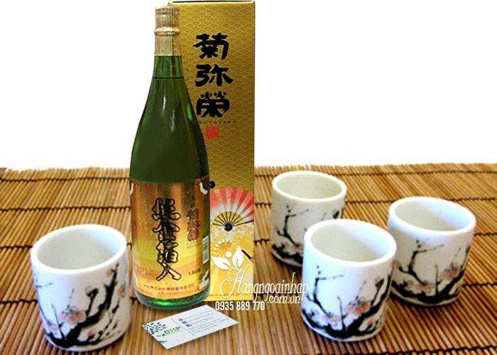 Rượu Sake vẩy vàng Kikuyasaka 1,8 lít