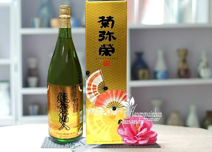 - Rượu Sake vẩy vàng Kikuyasaka 1.8 lít